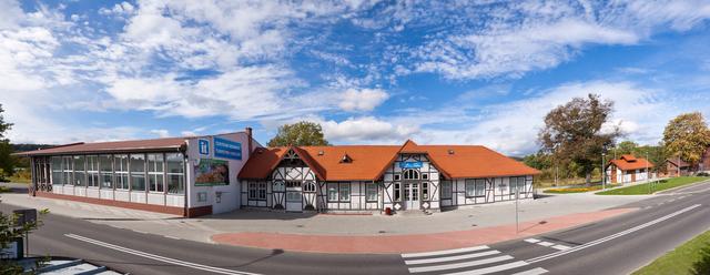 Centrum Edukacji, Turystyki i Kultury w Stroniu Śl. (dawny dworzec kolejowy z 1897 r.). Fot. M. Zawal.jpeg