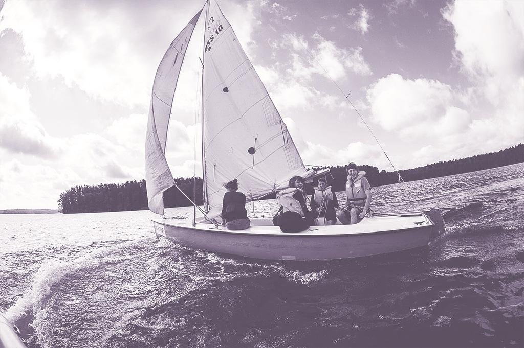Fundacja EFC_łódka_program Horyzonty.jpeg