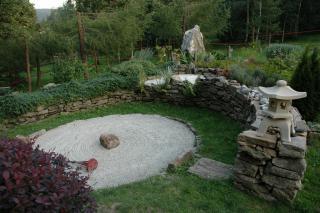 """Ogród japoński przy Wapienniku """"Łaskawy Kamień"""" w Starej Morawie"""